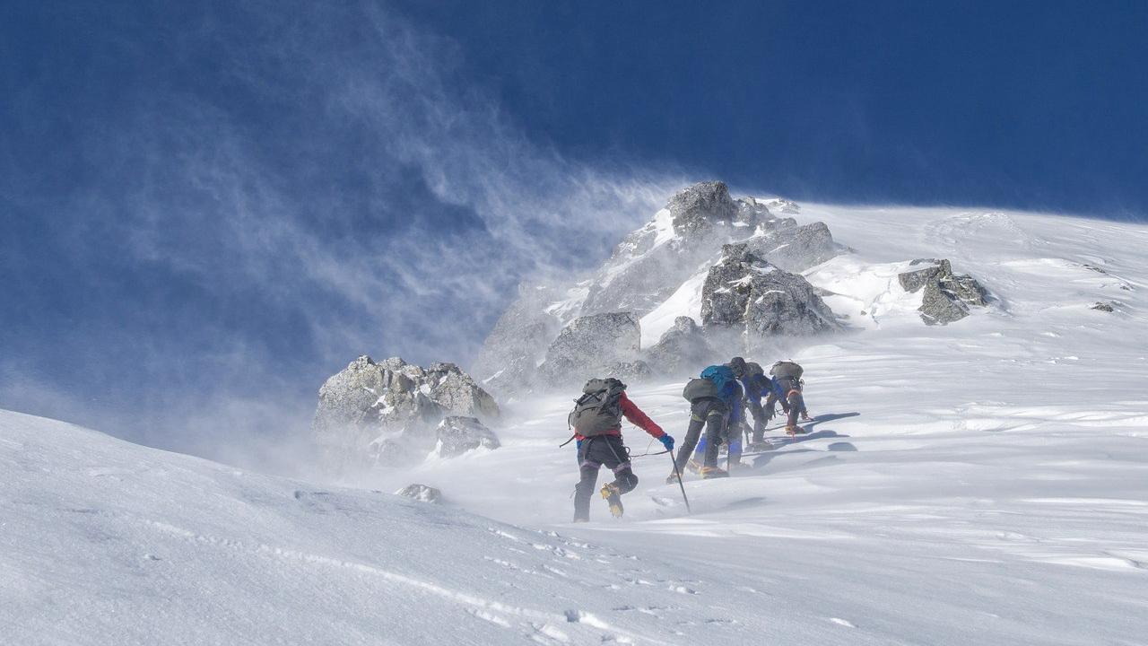 mountaineering-2124113_1280.jpg